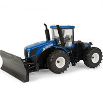 Trator com Lamina de Empurrar Ertl New Holland - T9.560 4WD 13925 - Escala 1/32